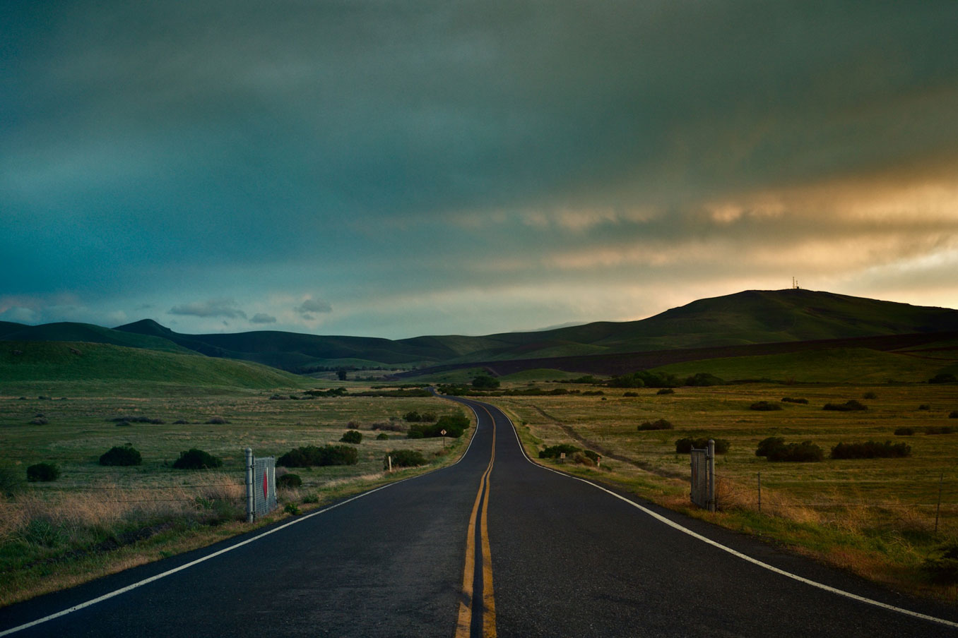 A long road, running in to the horizon